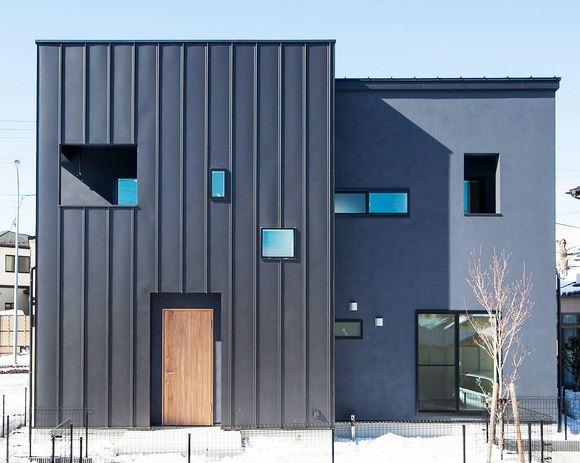 外壁が黒い家